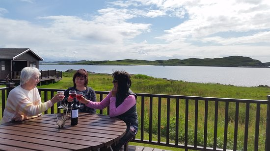 Achiltibuie, UK: Enjoy a glass of wine on the decking, looking out to sea