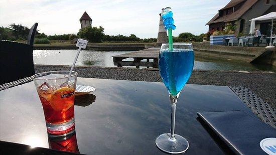 Courseulles-sur-Mer, Francia: lieux très agreable pour boire un verre