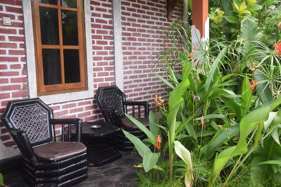 Anturan, Indonesia: Zitje bij de kamer