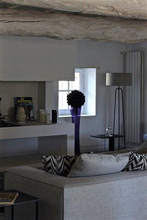 Graveson, Prancis: Salon