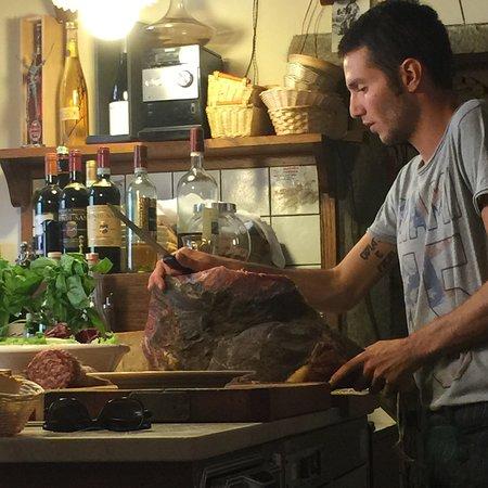 Vini e Vecchi Sapori: Our prosciutto e melone in the making