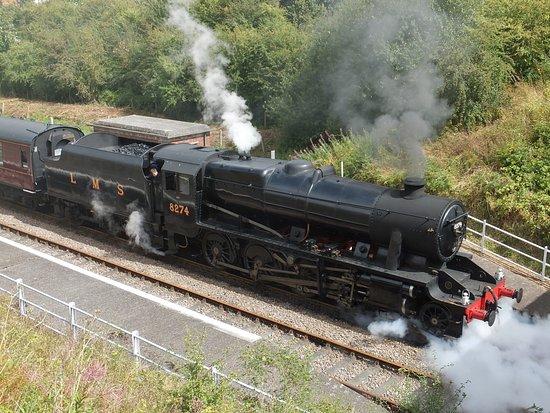 Ruddington, UK: Blast steam leave Rushcliffe Halt
