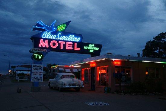 Blue Swallow Motel: bei Nacht