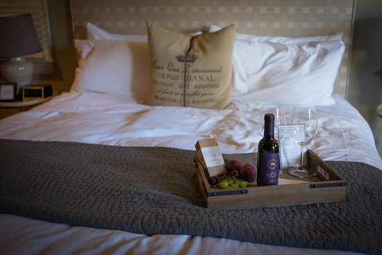 Inn on Randolph: Our romantic bed