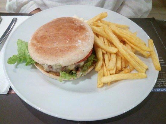 Carnaxide, Portugal: Hamburger com queijo