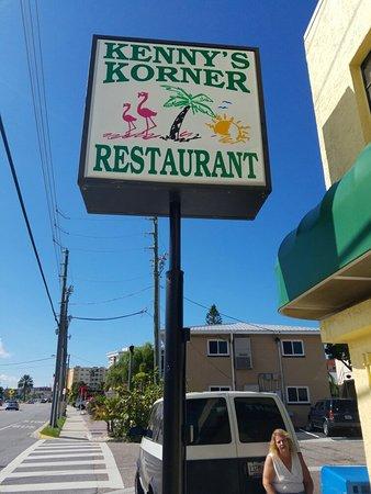 Redington Shores, Флорида: Kenny's corner is amazing