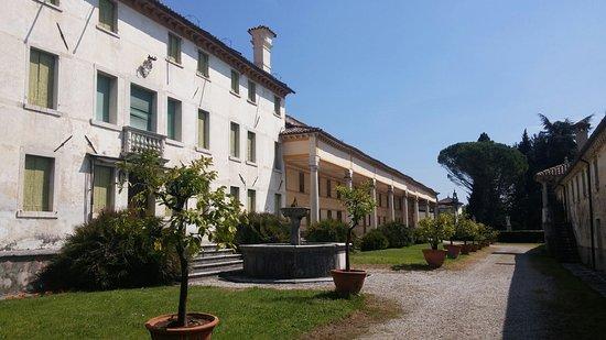 Crespano del Grappa, Italy: Villa Manfrotto, Canal