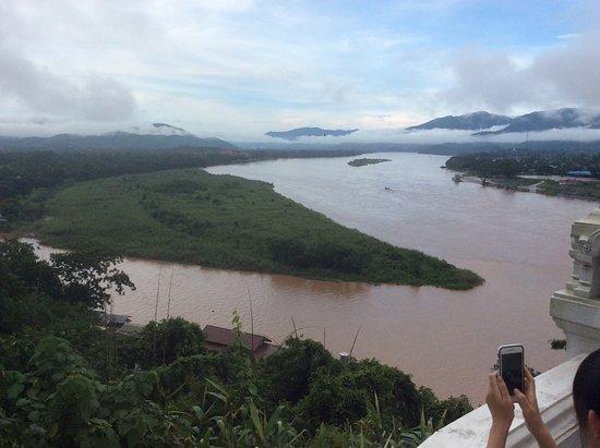 Chiang Saen, Thailand: 右がラオス。真ん中の島みたいなのがミャンマー。手前の岸がタイ。