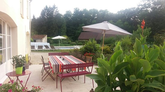 Fere-en-Tardenois, ฝรั่งเศส: Summer garden views