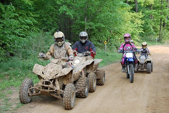Bradford, Pensilvanya: ATV Riding-Majestic Kamps & Lost Trails, Rew, PA