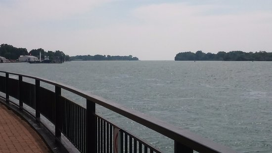 Amherstburg, Kanada: River View (Lake Erie in the background)
