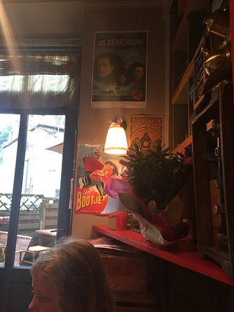 Villedieu-les-Poeles, Frankrijk: The signs in the cafe were very rustic and gave a perfect atmosphere.