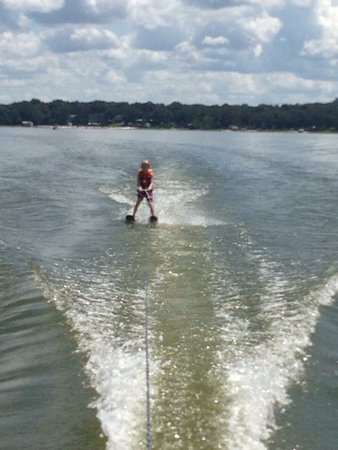 Ocklawaha, FL: Excellent boat ramp and perfect lake to water ski
