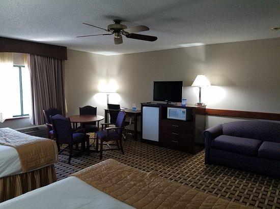 Onalaska, WI: Updated 2 queen family suite.
