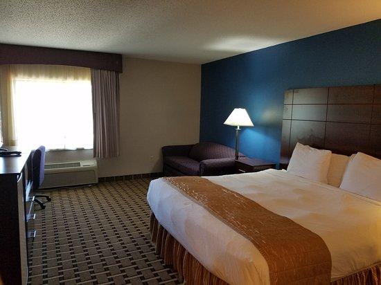 Onalaska, WI: Updated king bedroom