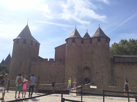 le chateau picture of chateau et remparts de la cite de carcassonne carcassonne tripadvisor. Black Bedroom Furniture Sets. Home Design Ideas