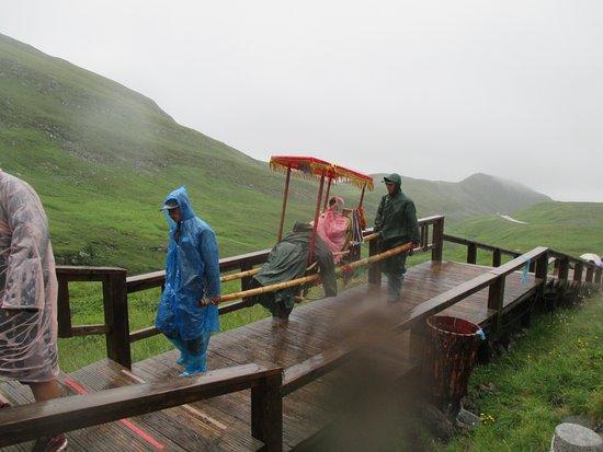 Baishan, China: On peut visiter en chaise à porteurs
