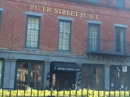 River Street Inn: Front of hotel