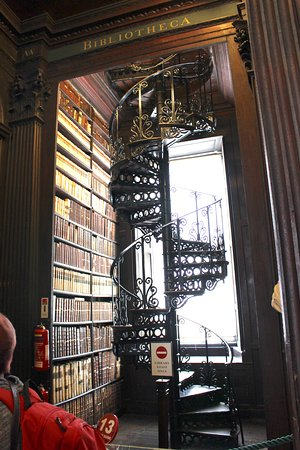 The Book Of Kells And The Old Library Exhibition: An Amazing Spiral  Staircase
