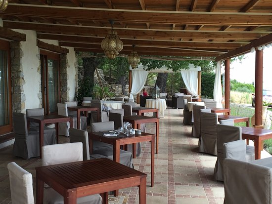Jardin picture of hotel la petite auberge tourtour for Auberge jardin inn