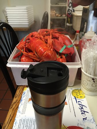 Auburn, ME: Paul was kind enough to open early for breakfast!