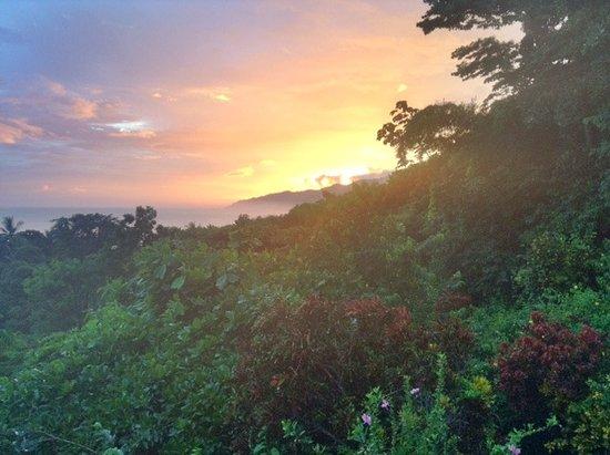 Carate, Kosta Rika: Puesta de sol desde el Lookout Inn