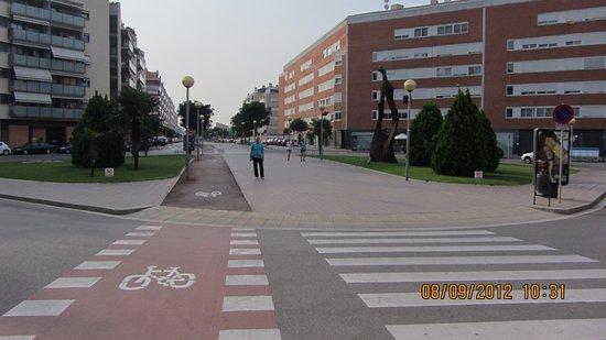 Sant Joan Despi, สเปน: Улица вблизи отеля