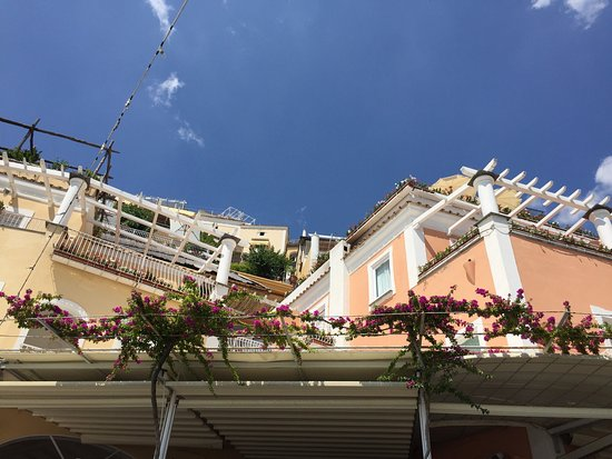 Covo Dei Saraceni: Positano is incredibly beautiful. I found the the service and the people who works in this estab