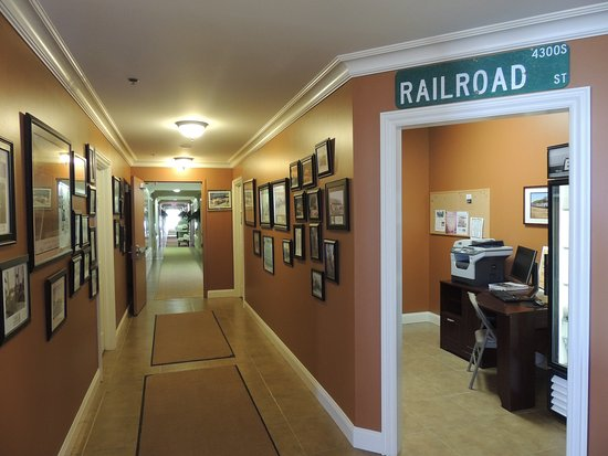 Laplata, MO: Hallway to rooms