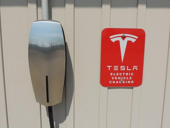 Laplata, MO: Onsite Tesla Chargers