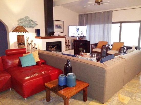 Gordon's Bay, South Africa: Open plan Bar / Lounge / Braai area