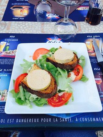 Marquay, France : Excellent !!! Menu à 19€ (dessert pas pris en photos) bloc de canard, salade du coin, confit de