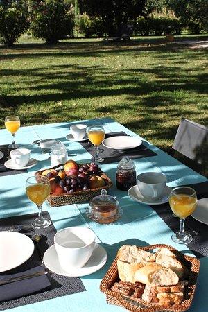 Graveson, Prancis: Table de petit déjeuner