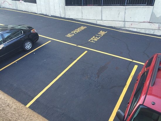 Econo Lodge Fort Lee: Parking area