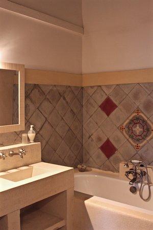 Graveson, France: Salle de bain suite de Fontbelle