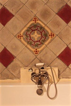 Graveson, Prancis: Salle de bain suite de Fontbelle