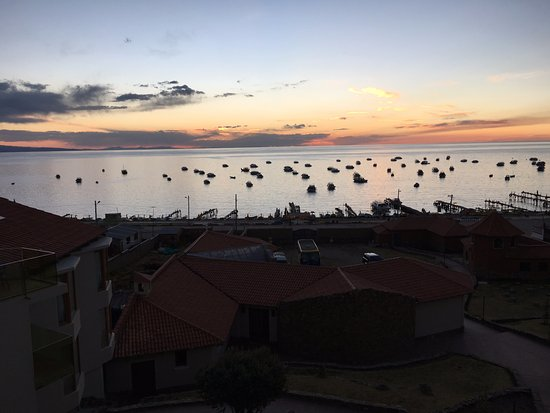 Hotel Rosario Lago Titicaca: Sunset on Lake Titicaca from room