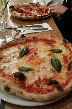 Essendon, Australien: Thin crust Margarita pizza