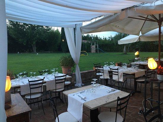 Castel Ritaldi, Italia: Ottimi i primi e ancora più deliziosi i dolci Tutto circondato da una meravigliosa cornice...STR