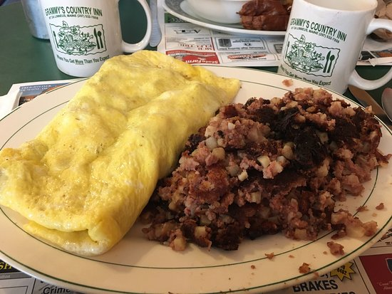 Houlton, Мэн: The best meat omelet and corn beef hash