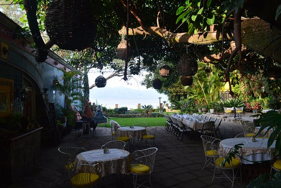 La Nueva Posada : lakeview from the dining area - indoor and outdoor