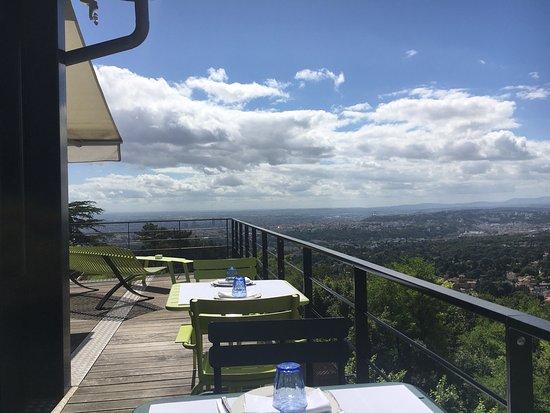 Saint Cyr au Mont d'Or, France : L'Ermitage Hotel Cuisine-a-Manger
