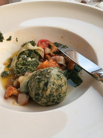 Hotel Edelweiss: Spinach and mozzarella balls