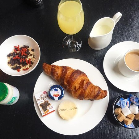 Canal House: Free breakfast