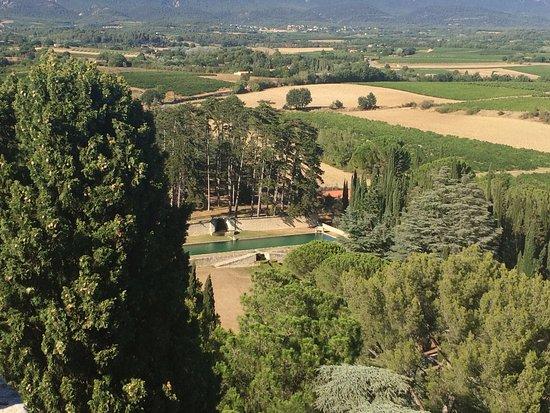 Ansouis, Fransa: Jardins et bassins du château