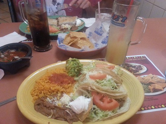 Countryside, IL: Taco Platter and a Margarita