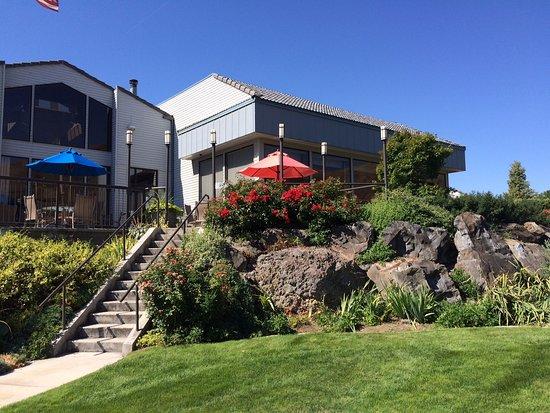 Clarkston, WA: Back Patio Seating Area @ Quay Restaurant