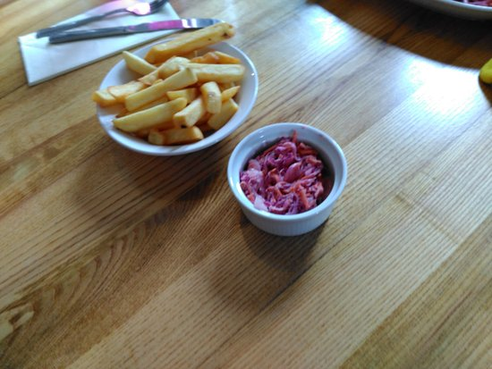 Aberaeron, UK: chips and expensive coleslaw