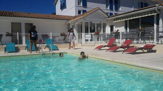 Marguerittes, Frankrijk: La piscina
