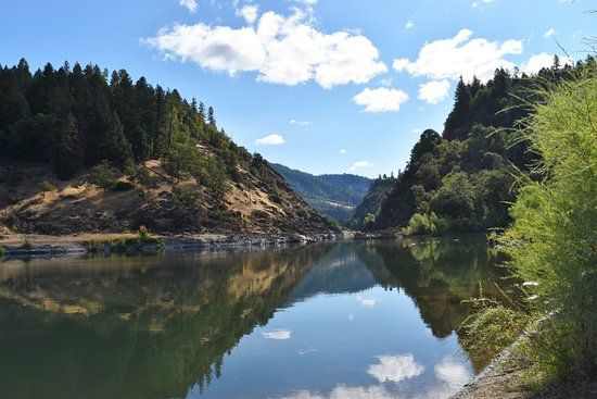 Morrisons Rogue River Lodge: The view of Rogue River from Morrison's